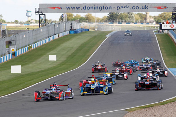 Action-from-the-second-Formula-E-event-simulation-at-Donington-Park